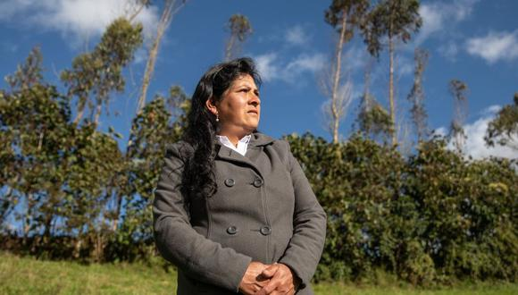 Lilia Paredes Navarro, esposa de Pedro Castillo, junto a sus menores hijos, partió ayer de Chota, Cajamarca, rumbo a Lima, para instalarse en Palacio de Gobierno. (Foto: Andina)