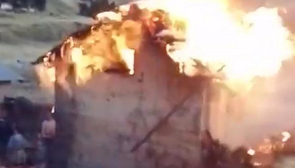 Huancavelica: Por preparar la cena, fuego arrasa con casa rústica