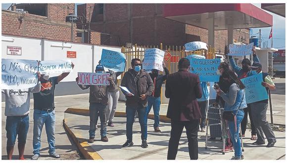 Moradores de la manzana B de la Upis San Luis piden la clausura del servicentro Conti Gas SAC.