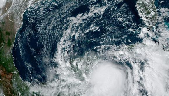 Fotografía satelital cedida por la Oficina Nacional de Administración Oceánica y Atmosférica (NOAA) por vía del Centro Nacional de Huracanes (NHC) donde se muestra la localización de la tormenta tropical Zeta. (EFE/Noaa-nhc).