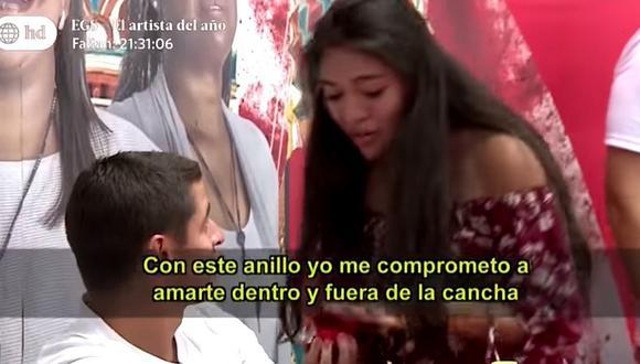 Fanática le pide matrimonio a Aldo Corzo en plena firma de autógrafos (VIDEO)