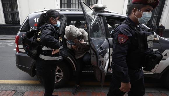 Capturan a red criminal acusada de cobrar por camas UCI en el hospital Guillermo Almenara. Foto: César Campos/@photo.gec