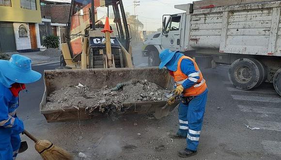 Sancionan a vecinos por dejar escombro en las calles
