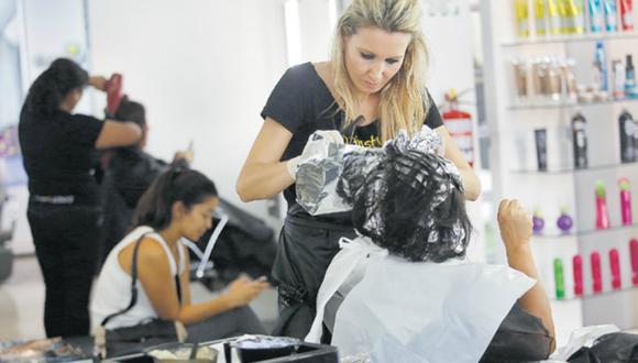 Existen alrededor de 30 mil peluquerías en el país, según el presidente del Gremio de Cosmética e Higiene de la Cámara de Comercio de Lima, Ángel Acevedo.