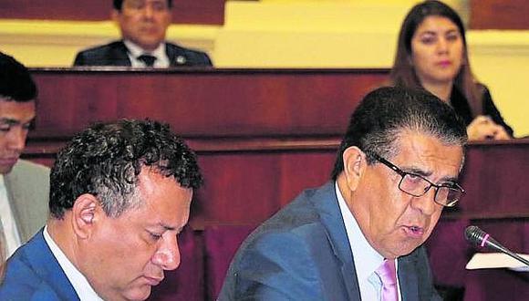 Firmas a favor y en contra de funcionario del Gobierno Regional de La Libertad
