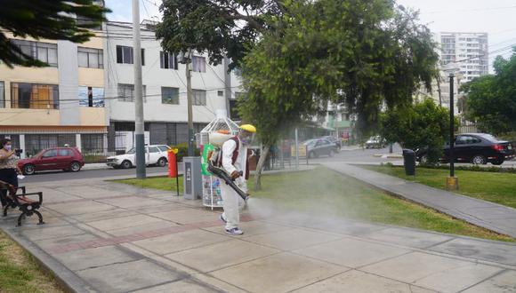 Alcalde de Pueblo Libre, Stephen Haas, dispone la desinfección de parques, plazas y mercados luego que EsSalud indicara que dichos lugares se han convertido en nuevos focos de contagio de COVID-19.