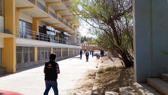 Paciente cae del balcón del cuarto piso del hospital Honorio Delgado y muere  Foto: Pedro Torres