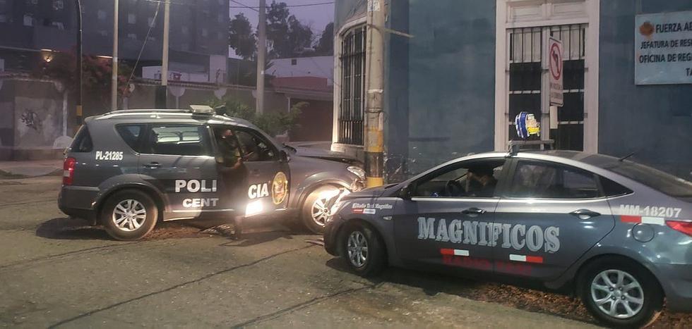 Patrullero que iba a una emergencia protagoniza choque con dos taxis