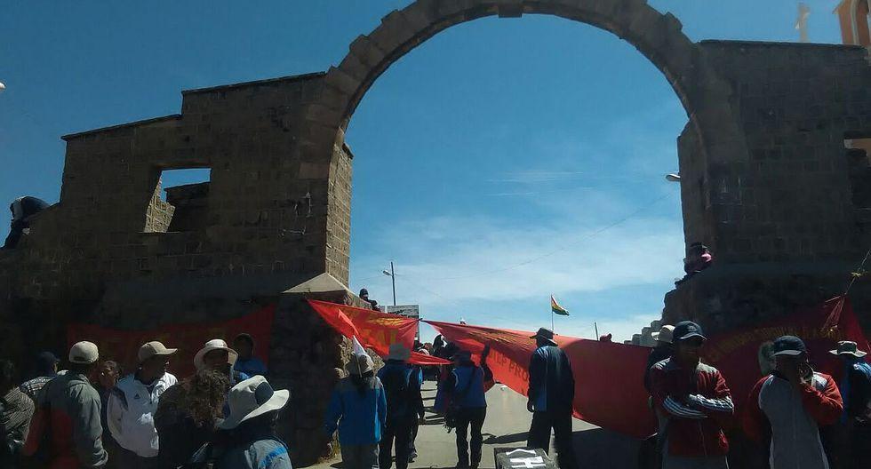 Puno: maestro se dirigen a fronteras y toman puente internacional de Desaguadero