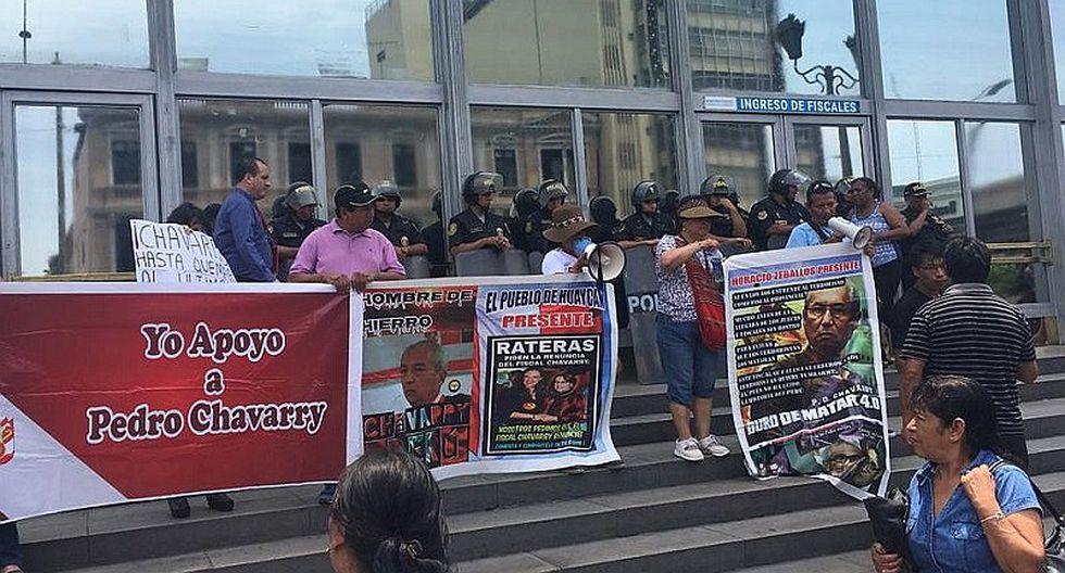 Colectivo realizó un plantón en defensa a fiscal de la Nación Pedro Chávarry