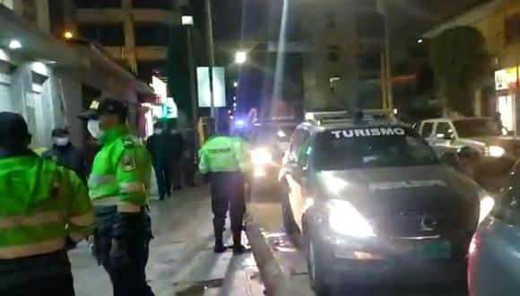 Policías realizan operativo para ubicar a los presuntos autores.