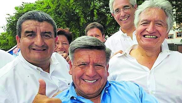 El fundador de Alianza para el Progreso no es el único Acuña Peralta que ha ocupado una curul. Además lo han hecho uno de sus hijos, su exesposa y algunos de sus hermanos. En las elecciones de abril, también se presentan Héctor y María, por La Libertad y Lambayeque, respectivamente.