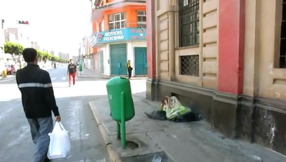 Chiclayo: Indigente abandonado a pocos metros del Palacio Municipal (Video)