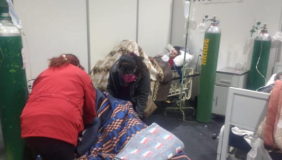Falta de personal y camas para atender a pacientes COVID en el Honorio Delgado Espinoza