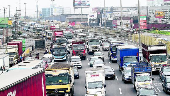 Un limeño pierde 20 días al año atrapado en el caos vehicular