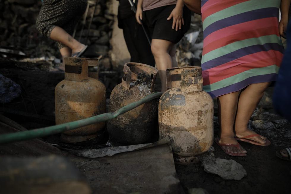No se descarta que incendio se haya originado por explosión de balón de gas. Autoridades investigan siniestro. (Foto: Anthony Niño de Guzmán / @photo.gec)
