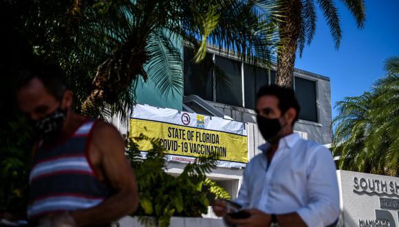 En enero pasado el Gobierno de Florida señaló que residentes de Florida tienen prioridad en el plan de vacunación como una primera medida contra el llamado turismo de vacunación que indignó entonces a muchos floridanos. (Foto:  CHANDAN KHANNA / AFP)