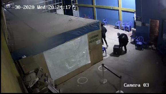 Las cámaras de video captaron las imágenes de los delincuentes.