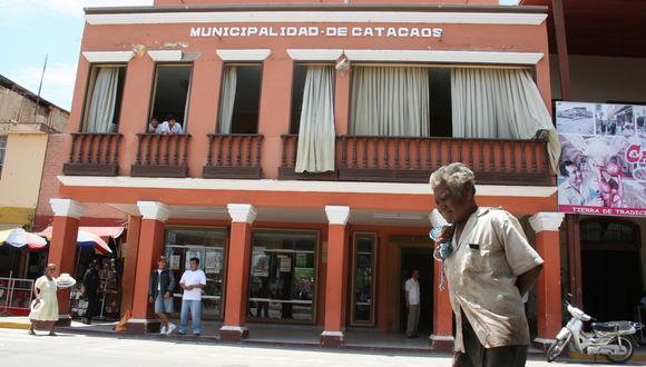 En Chulucanas, los trabajadores ediles piden cerrar el local por el contagio de los empleados, pero alcalde afirma que cumplen con protocolos . (Foto: Correo