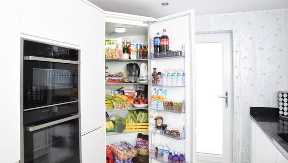 Abrir la puerta de la nevera constantemente afecta la temperatura ideal y puede dañar los alimentos. (Foto: difisher / Pexels)