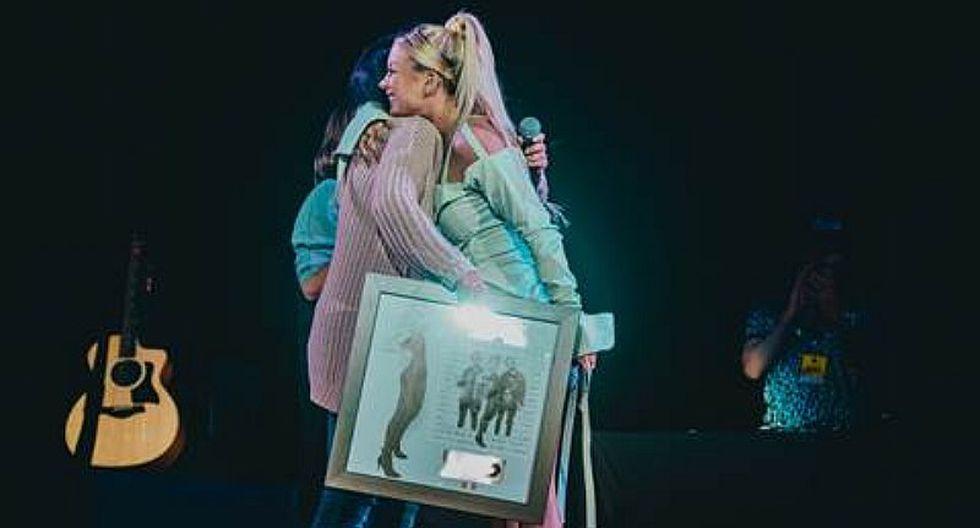 'Faldita' de Leslie Shaw recibe Sencillo Platino por altas reproducciones en YouTube (VIDEO)