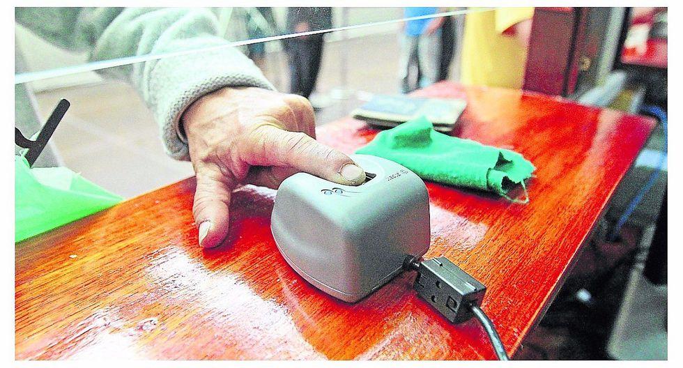 700 postulantes dieron examen de manejo con sistema biométrico
