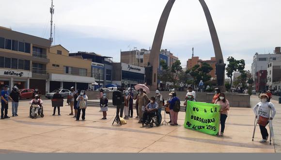 Personas con discapacidad física e intelectual se congregaron en el Centro Cívico exigiendo no se derogue la ley Nº 29973