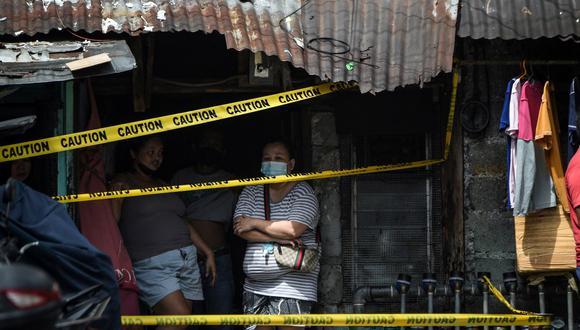 La medida, anunciada anoche por el presidente, Rodrigo Duterte, será revisada en dos semanas y es adoptada al considerar que se superó hace semanas el pico de la última ola del virus. (Foto: Ted ALJIBE / AFP)