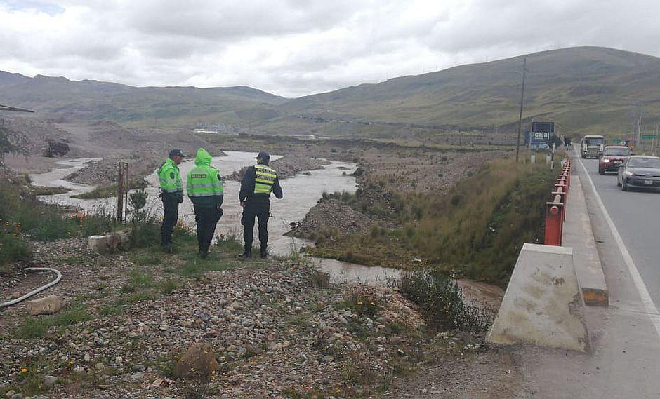 Ofrecen mil soles para hallar a mujer que desapareció en camioneta que cayó al río