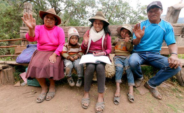 Estudiante se cansó de ver cómo los niños de su poblado no pueden asistir a clases y tomó cartas en el asunto. Foto: Juan Sequeiros