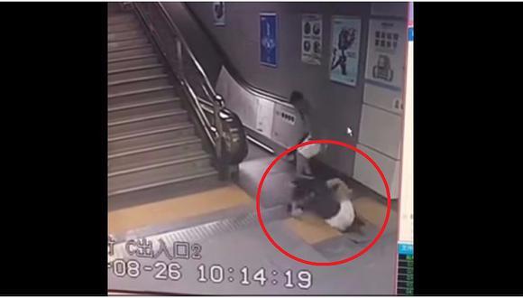 YouTube: mujer es 'tragada' por la tierra cuando iba a subir a escalera eléctrica  (VIDEO)