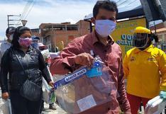 Reparten protectores faciales entre usuarios de transporte público en Cusco