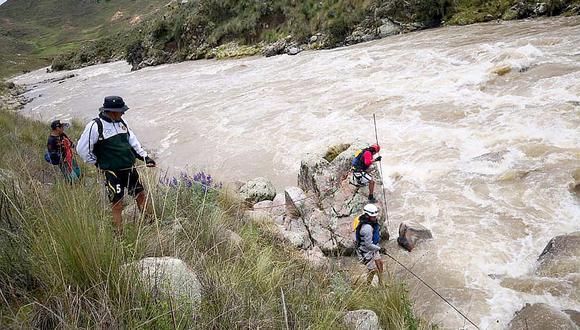 Policía halla cuerpo de uno de los 11 desaparecidos tras accidente en Cusco (FOTOS)