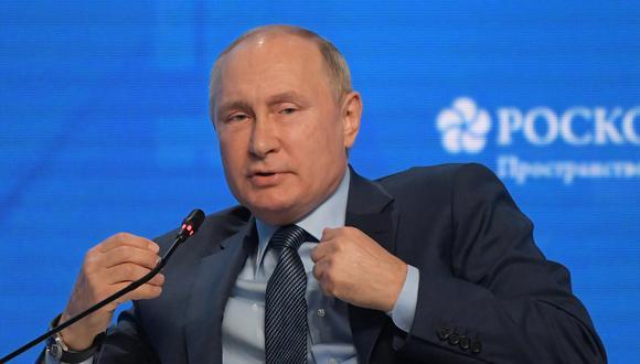 Vladimir Putin asegura que Rusia no quiere renunciar al dólar pero EE. UU. le obliga. (Foto: Sergei GUNEYEV / SPUTNIK / AFP)