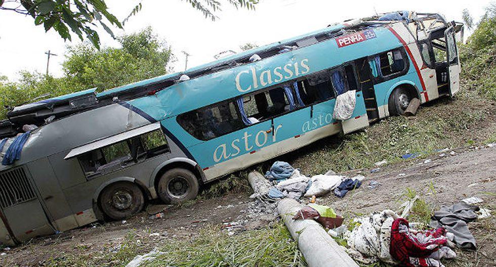 Brasil: Bus cae por barranco y deja 14 muertos