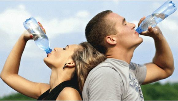 ¿Reutilizas botellas de plástico? Conoce por qué no debes hacerlo