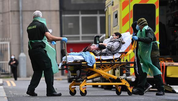 IMAGEN REFERENCIAL. Una paciente siendo llevada a un centro médico. (Foto: EFE).