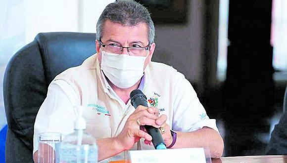 Citan a gerente de Salud para que explique muerte de anciano en la puerta de hospital