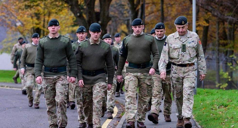 Rusia prohíbe que sus militares en servicio usen celulares inteligentes