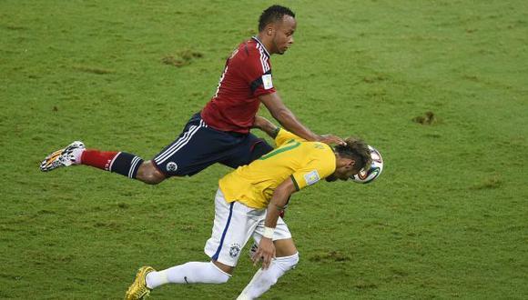 Neymar recordó el rodillazo que recibió por parte de Camilo Zúñiga. (Foto: AFP)