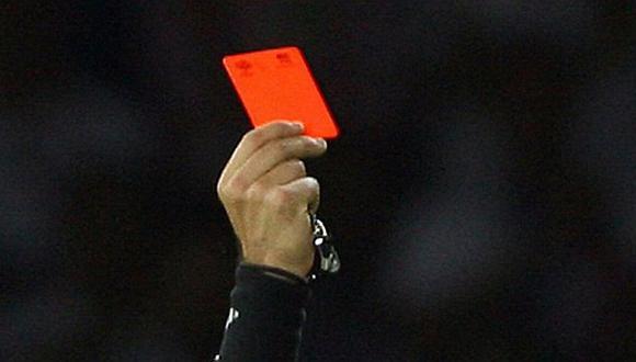 Árbitro saca 6 tarjetas rojas y 11 amarillas en un mismo partido