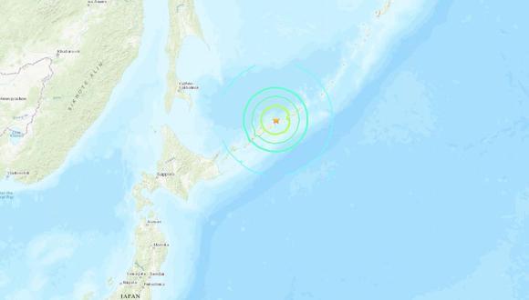 La agencia situó el epicentro 60 kilómetros por debajo de la superficie oceánica y al este de la isla de Etorofu, controlada por Rusia y reclamada por Japón. (USGS).