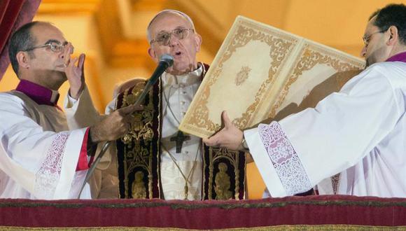 Francisco I: El Papa que viaja en clase turista y autobús