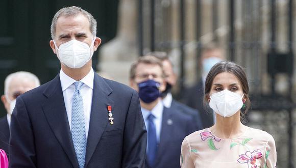 El rey Felipe VI y la reina Letizia durante su visita a Santiago de Compostela el pasado 25 de julio de 2021. (Foto: MIGUEL RIOPA / AFP)