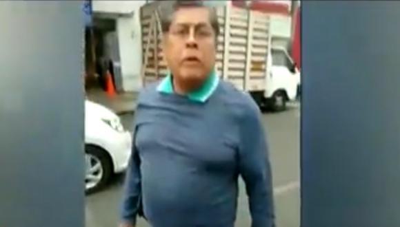 Luis Cesar Ludeña insultó y agredió a un inspector municipal. Incluso, trató darse a la fuga. Foto: captura Latina