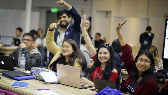 Estudiantes y egresados de universidades a nivel nacional tendrán la oportunidad de poner a prueba su creatividad para innovar el mundo de las telecomunicaciones en HackaTEL 2020. . Foto referencial: Andina