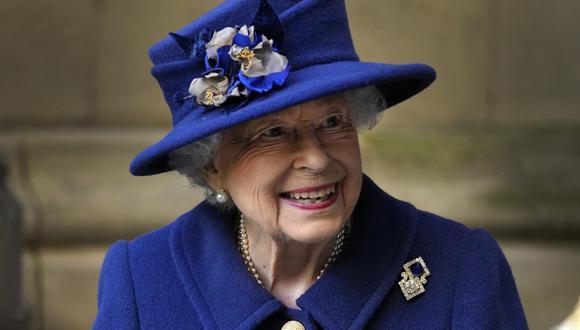 La reina Isabel II apareció usando un bastón por primera vez en un acto público, al asistir a un servicio religioso en la abadía de Westminster. (Foto: Frank Augstein / POOL / AFP)