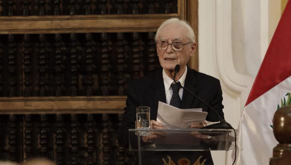 Héctor Béjar participó en la ceremonia de transferencia de cargo a su sucesor, Óscar Maúrtua. (Foto: Anthony Niño de Guzmán / @photo.gec)