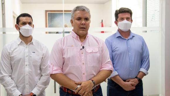 Iván Duque (centro) junto con el ministro del Interior, Daniel Palacios (izq.) y el ministro de Defensa, Diego Molano, en Cúcuta, Colombia, el 25 de junio de 2021. (EFE / Presidencia de Colombia).