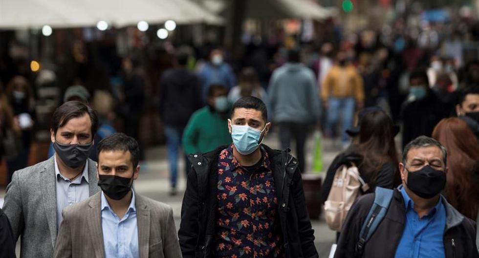 Las autoridades sanitarias informaron de que en las últimas 24 horas se registraron 4.523 casos nuevos y 76 muertes, lo que eleva el balance total desde el inicio de la pandemia hasta los 821.418 infectados y 20.476 decesos. (Foto: EFE/Alberto Valdés).